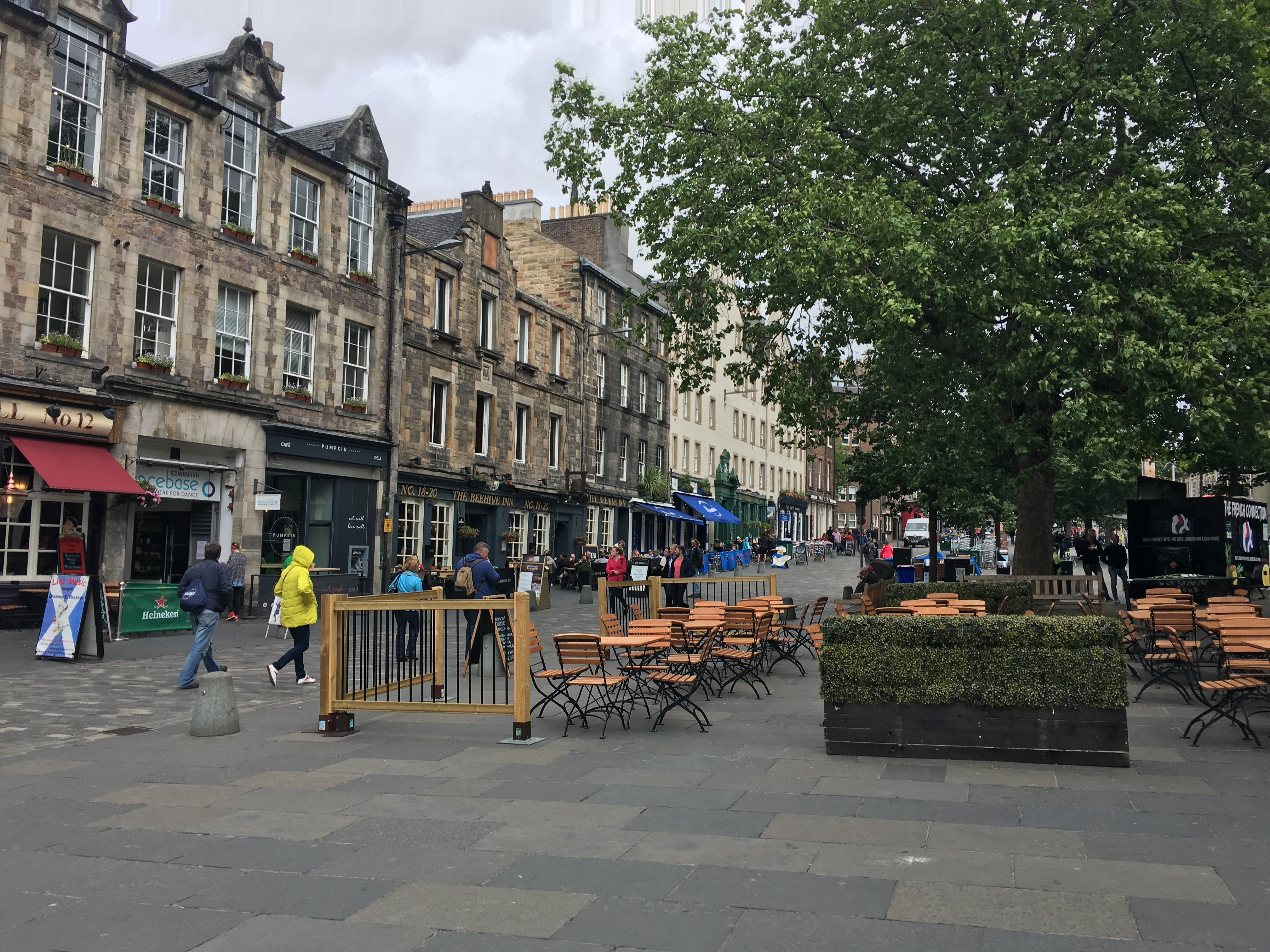 Some shops and restaurants in Edinburgh